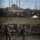Български военни пред джамията в Одрин