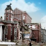 Поразеният от бомбите Народен театър