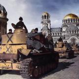 """Танкова колона на площад """"Св. Александър Невски"""""""
